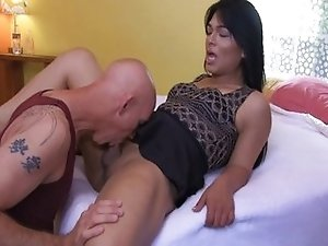 Tranny babe enjoying blowjob