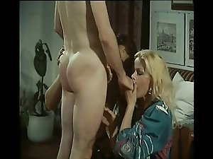 vintage italian shemale gets fucked bareback...enjoy